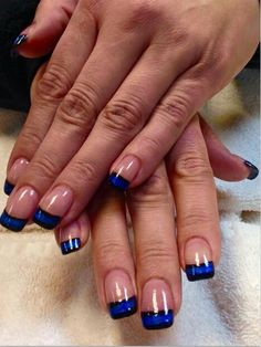 Thin blue line nails beauty lines on nail crazy art Love Nails, How To Do Nails, Pretty Nails, Fun Nails, Crazy Nails, Black And Blue Nails, Line Nail Art, Lines On Nails, Gel Nail Designs