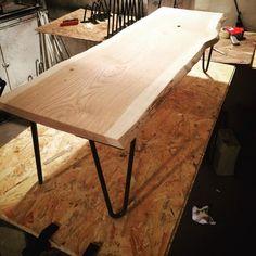Atelier Ripaton - Hairpin Legs - Table basse réalisée dans notre atelier Ripaton à Montpellier avec nos pieds d'épingles 30cm disponibles à partir de 18€ sur notre site internet.