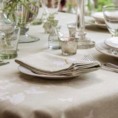 A tablecloth and linen napkins adds the luxurious element to your table, but our delicate hydrangea design keeps it close to nature