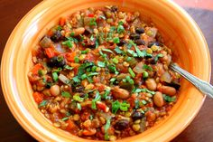 Vegetarian chili - looks good and only takes about 45 min to cook  Very good! I like mushrooms so I used a whole container and omitted the onion powder (didn't have any on hand). Added spinach at the end as well for the last 10-15 min.