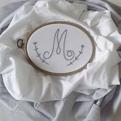 XL hniezdo s vyšívaným monogramom / livushka - SAShE. Baby Nest, Embroidery, Needlepoint, Crewel Embroidery, Embroidery Stitches