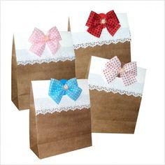 Saco em papel kraft - com bordado inglês - ideal para pequenos presentes