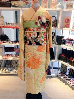 レモンイエローの振袖にカラフルな帯を合わせ華やかなコーディネートです♪なんと!!こちらの振袖+帯合わせて4万円ととってもリーズナブルです☺︎#着物 #kimono #振袖 成人式 #卒業式 #Tokyo135° #原宿