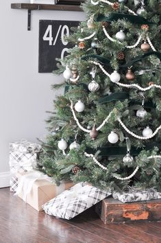 classic christmas tree Green, White, and Wood Christmas Tree Come and see our beautiful green, white, and wood inspired Christmas tree! It is full of neutral colors and natural elements for the holiday season! Bead Garland Christmas Tree, Silver Christmas Decorations, Flocked Christmas Trees, Wood Christmas Tree, Woodland Christmas, Christmas Tree Themes, Christmas Mantles, Christmas Villages, Christmas Snowman