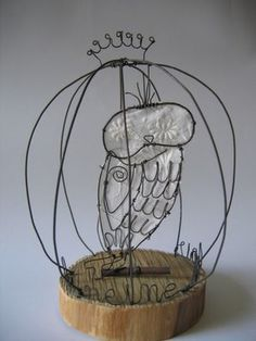 wire work of French artist, Claire Rougerie. Her shop on etsy.. De Beaux Souvenirs