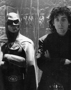 Michael Keaton e Tim Burton sul set di BATMAN, film del 1989.Altri interpreti:Jack Nicholson nel ruolo del supercriminale Joker, Kim Basinger in quello di Vicki Vale, e Jack Palance nel ruolo del potentissimo gangster Carl Grissom.
