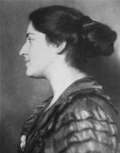 Lilli Jahn, geb. Schlüchterer wurde am 5. März 1900 in Köln und verstarb vermutlich am 19. Juni 1944 in Auschwitz-Birkenau. Sie war eine Ärztin jüdischen Glaubens und Opfer des Nationalsozialismus. Ihre Briefe gelten als wichtiges literarisches Zeitzeugnis. Lilli Jahn wurde als Lilli Schlüchterer, T