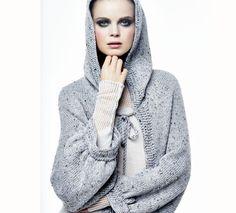 Le gilet à capuche femme, en forme tube est tricoté en '5;>Laine Phil randonnées', coloris gravier. Ce modèle très actuel, est réalisé au point jersey, et crochet pour les finitions. Il est accessible aux débutantes, à vos aiguilles !Modèle tricot n°14 du catalogue 110 : Femme, Automne/Hiver 2014-2015