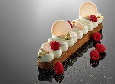 Claude Mairesse. biscuit amande , crème au confit de pamplemousse, framboises