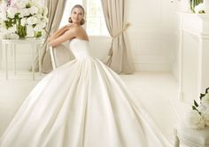 Pronovias presents the Dalamo bridal dress. Collection 2015 COSTURA | Pronovias