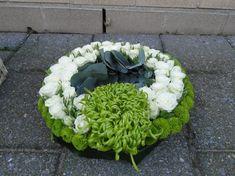 De groene kaai verzorgt al uw grafwerk op maat, dit volledig volgens uw wensen. Floriste Goedele Verheyen zorgt hierbij graag voor haar persoonlijke touch.