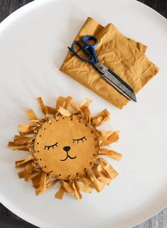 Kids create – A lion Art Activities For Kids, Craft Projects For Kids, Preschool Art, Diy Crafts For Kids, Arts And Crafts, Fun Easy Crafts, Crafty Kids, Recycled Crafts, Diy Toys