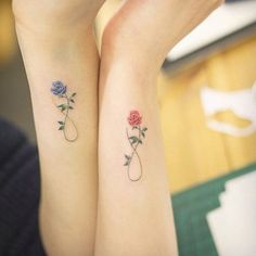 ▷ 1001 + ideas for flower tattoo designs and their meanings .- ▷ 1001 + Ideen für Blumen Tattoo Designs und ihre Bedeutungen tattoo orchid or rose, partner tattoos with roses, blue rose for men and red for women, symbol of eternity, love and tattoos - Bff Tattoos, Partner Tattoos, Rose Tattoos, Tattoos For Guys, Sleeve Tattoos, Tattoo Couples, Floral Tattoos, Disney Tattoos, Mom Daughter Tattoos