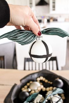 Learn how to make these easy DIY Black and White Ornaments in just a few mintues! Use these handmade ornaments for your tree or Christmas decorations. White Ornaments, Glitter Ornaments, Handmade Ornaments, Beaded Ornaments, Handmade Art, Felt Christmas Decorations, Diy Christmas Ornaments, Homemade Christmas, Christmas Tree