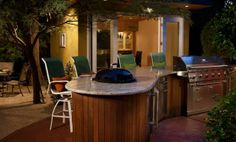 This outdoor bar is a great spot for entertaining #patio #outdoorliving