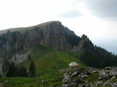 Pe traseu de munte pana la cel mai mic parc national din Romania Parc National, Mai, Romania, Mountains, Places, Nature, Travel, Naturaleza, Viajes