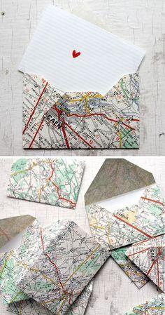 sobres reciclando papel de mapas. Old maps into envelopes