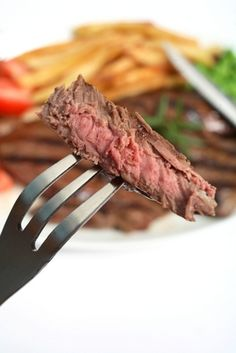 See how to cook flat iron steak using different cooking methods: stove top, cast iron skillet, broil, slow cook in oven, sous vide & more.by SteakEat. Grilling Recipes, Pork Recipes, Paleo Recipes, Cooking Recipes, Beef Recepies, Skillet Recipes, Flat Iron Steak, Feel Good Food