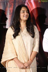 Anushka at Bhaagamathie Success Meet Image 88 Anushka Photos, Actress Anushka, Stylish Girl Images, Girls Image, Beautiful Indian Actress, India Beauty, Actress Photos, Yellow Dress
