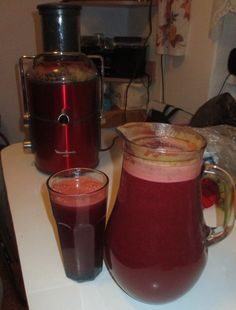 Smoothie of apples, orange, tangerines, celery stalks, carrots, tomatoes, cucumbers, ginger, beetroot, radishes + juice of strawberries and pineapple  smoothie z jabĺk, pomaranča, mandariniek, stopkového zeleru, mrkvy, paradajok, uhoriek, zázvoru, cvikli, reďkoviek + šťava z jahôd a ananásu
