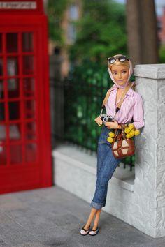 Barbie Life, Barbie World, Barbie And Ken, Barbie Stories, Barbie Basics, Barbie Fashionista Dolls, Painted Denim Jacket, Vintage Barbie Clothes, Beautiful Barbie Dolls
