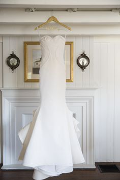 structured dress   Photography: Carrie Rodman - carrierodmanwedding.com