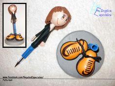 Fofu-boli  Un muñeco para decorar tu bolígrafo.  www.facebook.com/RegalosEspeciales/