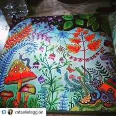 Uaaaauuuu!!!! By @rafaellefaggion #Repost @rafaellefaggion with @repostapp. ・・・ Noite e dia na floresta  #florestaencantadainspire #florestaencantada #florestaencantada2 #florestaencantadatop #minhaflorestaencantada #encantedflorest #livros_coloridos #boracolorirtop #artesecreta #jardimsecretotopmg #lostoceancolors #jardimdascores #jardimsecreto #encantadafloresta #oceanoperdidotop #johannabasford #coloringbookforadults #coloriageantistress