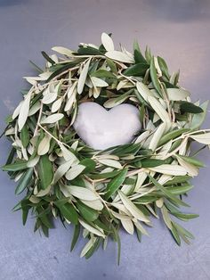 #Floristik#swiss#1lehrjahr#madebymyself#Olive Grapevine Wreath, Grape Vines, Floral Wreath, Wreaths, Flower Crowns, Door Wreaths, Vineyard Vines, Floral Arrangements, Floral Garland