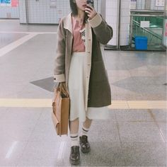 """37 Likes, 1 Comments - 다정_fashion designer /blogger (@da_jeong428) on Instagram: """"6, March, 2017 Workworkwork💪🏻 #ootd #fashion #daily #look #me #selfie #outfit #instafic #drmartens…"""""""