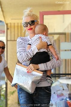 Gwen Stefani Carries her third son, Apollo in her arms to Jesun Acupuncture Clinic in Los Angeles http://icelebz.com/events/gwen_stefani_carries_her_third_son_apollo_in_her_arms_to_jesun_acupuncture_clinic_in_los_angeles/photo1.html