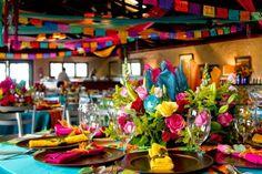 México es conocido a nivel mundial por sus mariachis, su gastronomía, su colorido y su alegría. Atrévete a integrar todos esos elementos en tu boda para lograr una boda muy divertida y diferente