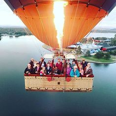 A hot air balloon flight over the national capital could take you over natural and national attractions like Lake Burley Griffin and the @natmusaus featured in this photo by @ballooningdan; it all depends on where the wind takes you! #visitcanberra #seeaustralia
