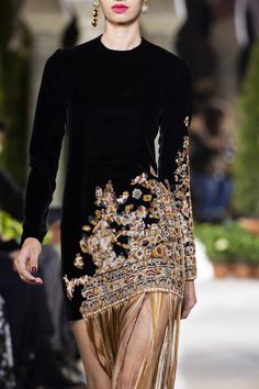 Oscar de la Renta at New York Fashion Week Fall 2019 - Details Runway Photos Source by angelaishungry dresses indian New York Fashion, Fashion Art, Fashion Show, Fashion Edgy, Fasion, Fall Fashion, High Fashion Outfits, Fashion Tips For Women, Ladies Fashion