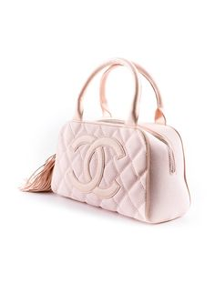 Love this chanel bag`s pastel pink color :}}