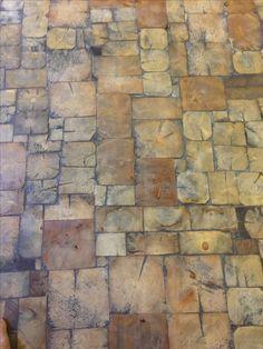 Kjellergulv – END grain floor - Wood Parquet End Grain Flooring, Diy Flooring, Kitchen Flooring, Home Decor Items, Home Decor Accessories, Tyni House, Wood Floor Design, Old Wood Floors, Cheap Wall Decor