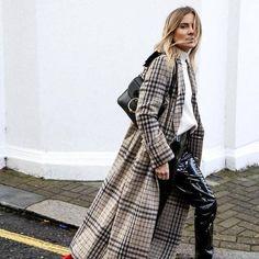 An dem XXL-Karo-Mantel von Mango kann sich gerade kein Blogger sattsehen. Und das Tolle: Er kostet gerade mal 100 Euro und ist somit mehr als erschwinglich.