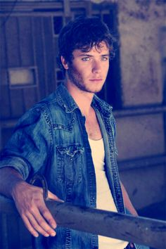 Jeremy Sumpter - Peter Pan grew up to be one hell of a handsome man. Jeremy Sumpter Peter Pan, Gorgeous Men, Beautiful People, Divas, Happy 24th Birthday, Lost Girl, Models, Attractive Men, Perfect Man