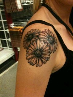 Black And White Flower Tattoos   Black And White Flower Tattoos On Shoulder Ixsffyio