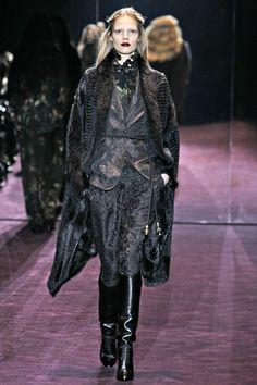 Suvi Koponen au défilé Gucci automne-hiver 2012-2013 http://www.vogue.fr/mode/cover-girls/diaporama/le-top-suvi-koponen-en-50-looks/9383/image/565858#34