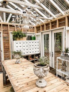 Diy Greenhouse Plans, Window Greenhouse, Backyard Greenhouse, Backyard Landscaping, Homemade Greenhouse, Greenhouse Growing, Fresco, Diy Jardin, Greenhouse Interiors
