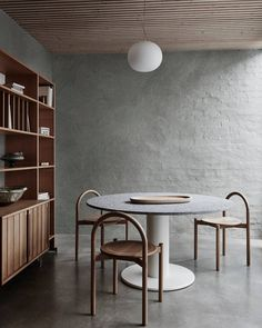 Kitchen Interior Design Dulux Colour Trends 2018 - Essential Credit: Dulux Photographer: Lisa Cohen Stylist: Bree Leech - Balance, the Dulux Colour Trend magazine for 2018 takes you through our four key trends with tips on colour, styling and more. Interior Design Minimalist, Modern Interior, Home Interior Design, Interior Styling, Gray Interior, Craftsman Interior, Nordic Interior, Design Interiors, Luxury Interior