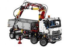 LEGO TECHNIC DEVOILE LE MERCEDES-BENZ AROCS 3245