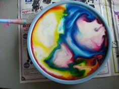 tour de magie :) du lait du liquide vaisselle et des colorants