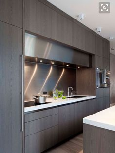 The best modern kitchen design this year. Are you looking for inspiration for your home kitchen design? Take a look at the kitchen design ideas here. There is a modern, rustic, fancy kitchen design, etc. Luxury Kitchens, Kitchen Remodel, Modern Kitchen, Contemporary Kitchen Design, Contemporary Kitchen, Modern Kitchen Cabinet Design, Farmhouse Kitchen Cabinets, Minimalist Kitchen, Kitchen Design