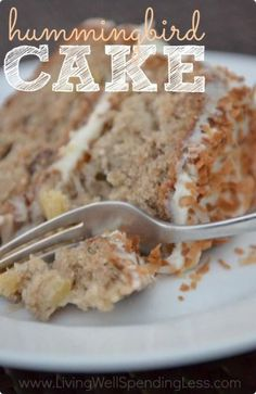 Hummingbird Cake is practically a Southern Institution. This super-moist version is packed full of bananas, pineapple, and a little coconut, and topped off with a browned butter cream cheese frosting. A great way to use up overripe bananas. Easy Cake Recipes, Sweet Recipes, Baking Recipes, Dessert Recipes, Oreo Dessert, Yummy Recipes, Recipies, Tarte Caramel, Hummingbird Cake Recipes