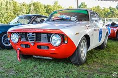 #Alfa_Romeo #Giulia #GTA aux Grandes Heures #Automobiles à #Montlhéry Reportage complet : http://newsdanciennes.com/2015/09/29/grand-format-les-grandes-heures-automobiles/ #Vintage #Cars #Classic_Cars #Voitures #Anciennes