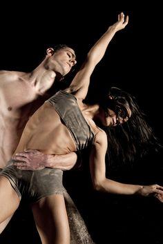 Dancers: Cinthia Labaronne, Gilles Porte, Julien Lestel (soloist and choreographer).© Lucien Sanchez