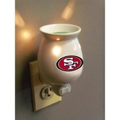 University of Kentucky Wildcats EverScents Nightlight Fragrance Warmer Nfl 49ers, 49ers Fans, University Of Kentucky, Kentucky Wildcats, Scented Oils, Scented Wax, Sf Forty Niners, Nfl San Francisco, Night Light