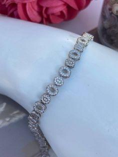 Bracelet en argent 925 et cubiques zirconium Bracelets, Diamond, Tennis, Jewelry, Products, Jewelry Ideas, Jewlery, Jewerly, Schmuck